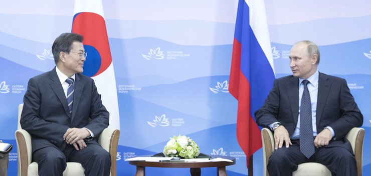 South Korean President Moon Jae-in and Russian President Vladimir Putin smile during their summit in Vladivostok, Russia, which took place on the sidelines of the Eastern Economic Forum, Wednesday. / Yonhap