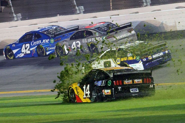 Clint Bowyer, driver of the #14 Rush/Mobil 1 Ford, and Michael McDowell, driver of the #34 Love's Travel Stops Ford, crash during the NASCAR Cup Series 62nd Annual Daytona 500 at Daytona International Speedway on February 17, 2020 in Daytona Beach, Florida. AFP