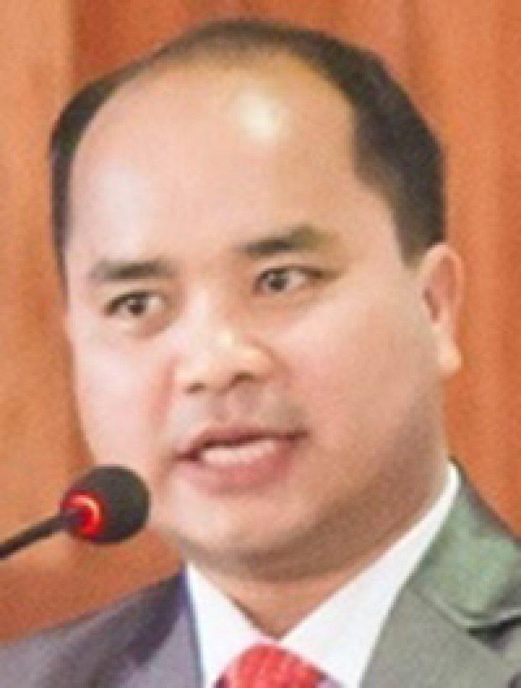 Dr. Nehginpao Kipgen  Vikas Nagal