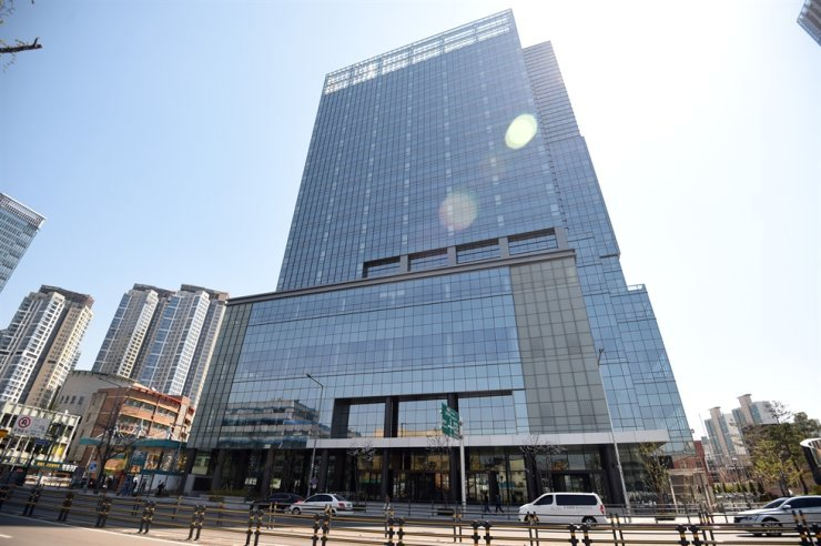 Seen is Yongsan Trade Center, in Seoul, April 8, 2020, which will be used by Big Hit Entertainment from this year. Korea Times file