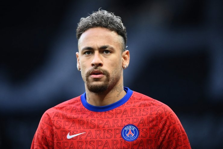 Paris Saint-Germain's Brazilian forward Neymar looks on as he warms up before the football match against Stade de Reims at the Parc des Princes stadium in Paris in this file photo taken May 16. Nike said May 27 that it parted ways with Neymar last year after the superstar 'refused to cooperate in good faith' as the company investigated an employee's claim that he sexually assaulted her. AFP-Yonhap