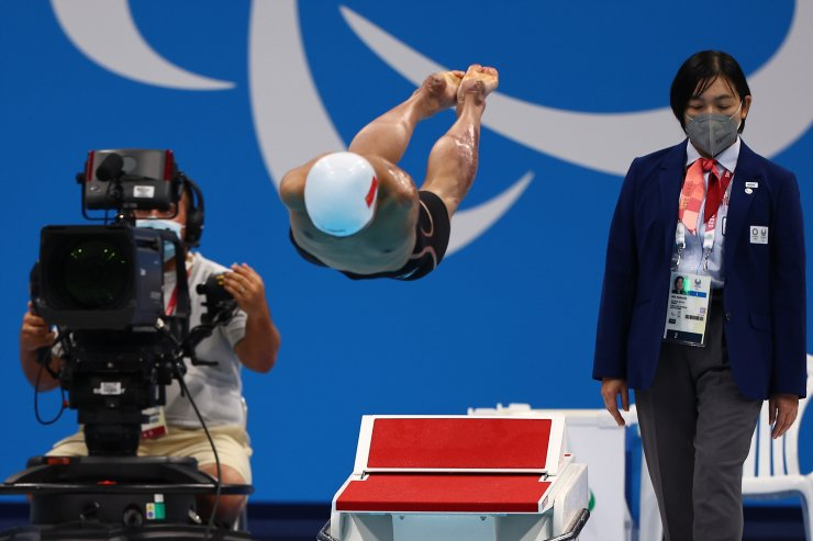 Tokyo 2020 Paralympic Games - Swimming - Men's 50m Butterfly - S5 Final ? Tokyo Aquatics Centre, Tokyo, Japan - August 27, 2021. Weiyi Yuan of China in action. REUTERS