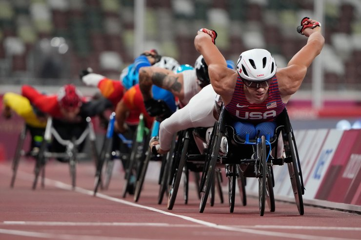 Daniel Romanchuk of the United States competes during the men's T54 5000m heat at Tokyo 2020 Paralympic Games, Friday, Aug. 27, 2021, in Tokyo, Japan. AP
