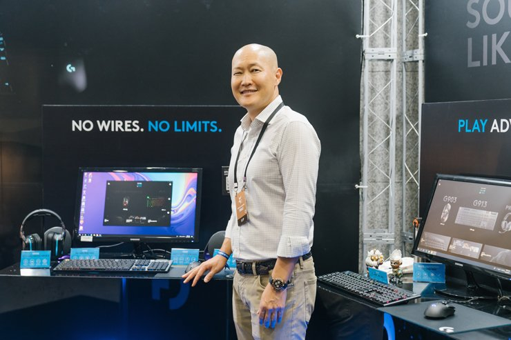 Logitech Korea Country Manager Yoon Jae-young poses with the brand's gaming gears during a League of Legends Champions Korea match in Seoul, Aug. 31. Courtesy of Logitech Korea