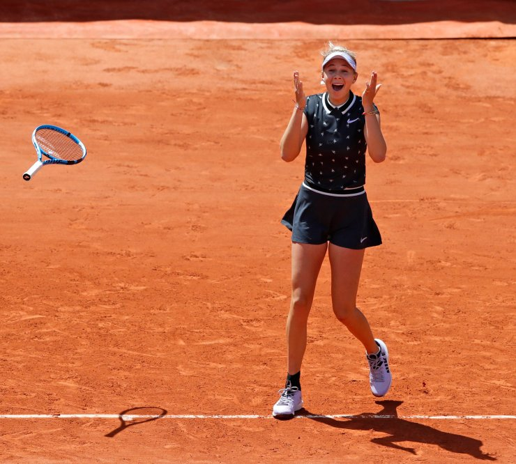 Amanda Anisimova of the U.S. celebrates winning her quarterfinal match of the French Open tennis tournament against Romania's Simona Halep in two sets, 6-2, 6-4, at the Roland Garros stadium in Paris, Thursday, June 6, 2019. AP