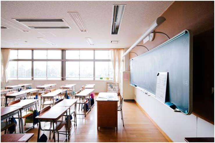Two middle school students have been suspended after one hit his teacher in the back of the head because the other offered him 20,000 won ($17) to do so. / Gettyimagebank