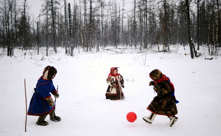 <span>Children of reindeer herders play with a ball on the snow in the remote Yamalo-Nenets region of northern Russia on March 6, 2018.  AFP</span><br /><br />