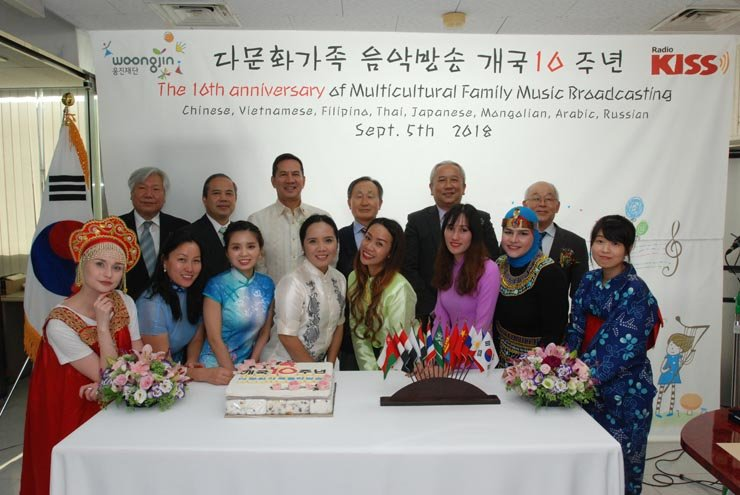 Distinguished guests and Multicultural Family Music Broadcasting station DJs pose for a photo during the program's 10th anniversary event at its studio in Mapo-gu, Seoul, Wednesday. From second from left in the back row are: Thai Ambassador Singtong Lapisatepun, Philippine Ambassador Raul S. Hernandez, Woonjin Foundation Chairman Shin Hyon-ung and Vietnamese Ambassador Nguyen Vu Tu. / Courtesy of Woongjin Foundation