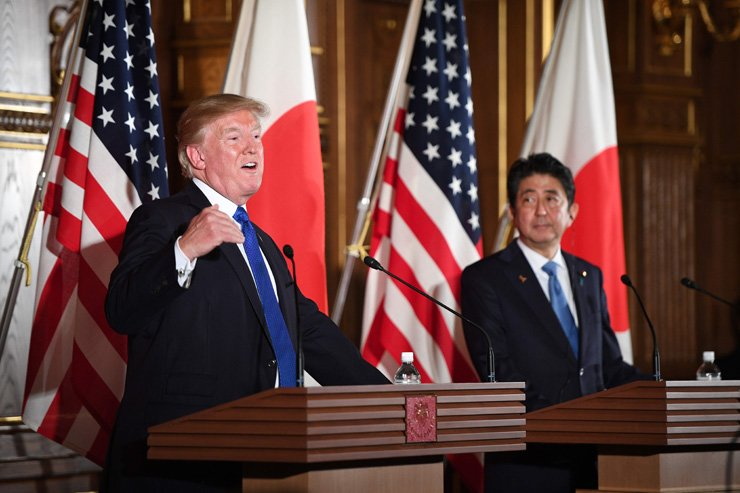 US President Donald Trump and Japanese Prime Minister Shinzo Abe, right, attend a joint press conference at Akasaka Palace in Tokyo on November 6, 2017. Donald Trump described North Korea's nuclear missile programme as a 'threat' to the world on a trip to Asia dominated by the crisis. / AFP - Yonhap