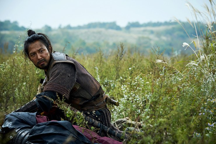 A scene from Jeong Yoon-cheol's 'Warriors of the Dawn' starring Lee Jung-jae and Yeo Jin-goo. Courtesy of 20th Century Fox Korea