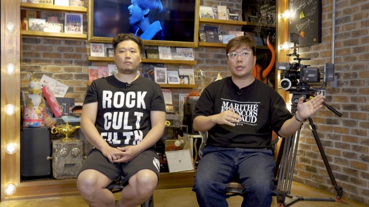 K-pop music video production company Zanybros' director Hong Won-ki, left, and CEO Kim Jun-hong speak during an interview with The Korea Times in Gangnam-gu, Seoul, on May 12. Korea Times photo by Kim Kang-min