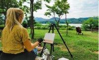 Landscape painter makes art 'en plein air'