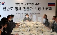 Former Russian diplomats, Assembly speaker discuss North Korea issue
