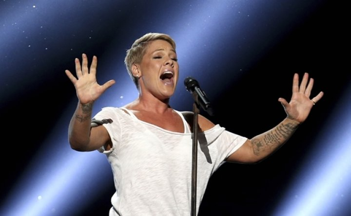 Singer Pink says she had COVID-19, gives $1 million to relief funds