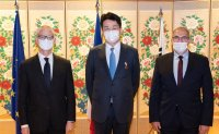 Hanjin chairman decorated by French government