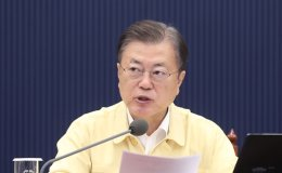 Moon's approval rating dives 5 percent, main opposition party's rating jumps 6 percent: Gallup