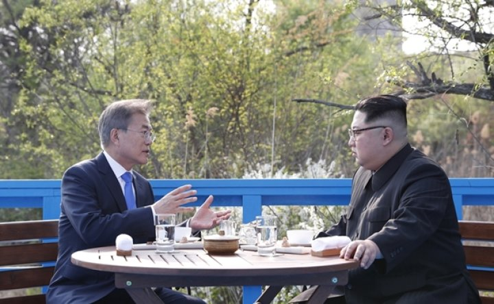 Two Koreas in talks over summit: Reuters