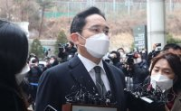 Gov't remains unperturbed by mounting calls for pardoning jailed Samsung heir