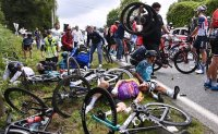 Spectator to be sued after Tour de France crash
