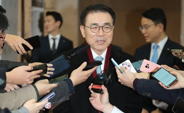 Cho to lead Shinhan for 3 more years
