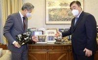 Chinese ambassador visits ex-President Roh Tae-woo's house