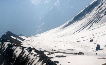 Four Korean trekkers go missing after avalanche hits Annapurna