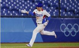 Korea walks off on Israel to open baseball title defense