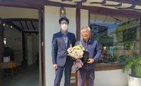 Kim Ki-mun receives LG Humanitarian Award for saving family