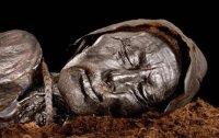 습지에서 발견된 2400년된 미라
