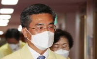 Defense chief apologizes over mass COVID-19 outbreak among Cheonghae unit members