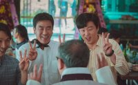 Ryu Seung-ryong eyes another hit with romantic comedy, 'Perhaps Love'