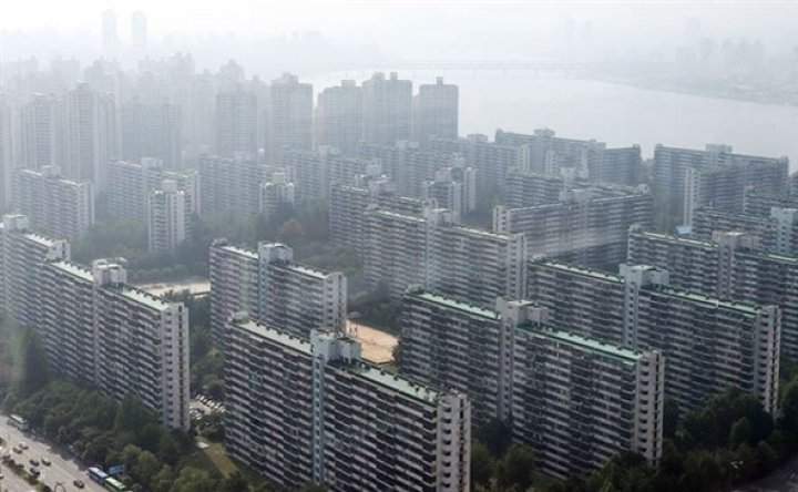 Non-Koreans joining panic-driven apartment buying spree