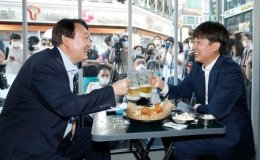 Presidential hopeful Yoon says he will enter main opposition party
