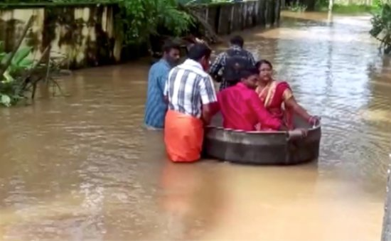Floods force Indian couple to float to their wedding - in a cooking pot