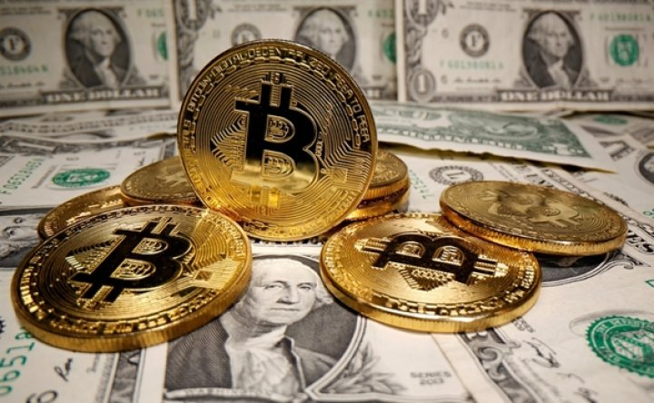 Bitcoin posts record weekly outflows as gains stall
