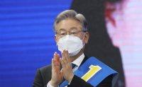 Gyeonggi Gov. Lee retakes lead in presidential hopeful poll despite corruption allegations