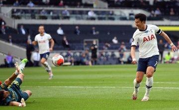 Son scores, sets up winner as Tottenham beats Arsenal 2-1