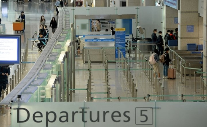 Air passengers drop to record low in March amid virus woes