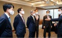 Banking groups on alert over widening virus-related uncertainties