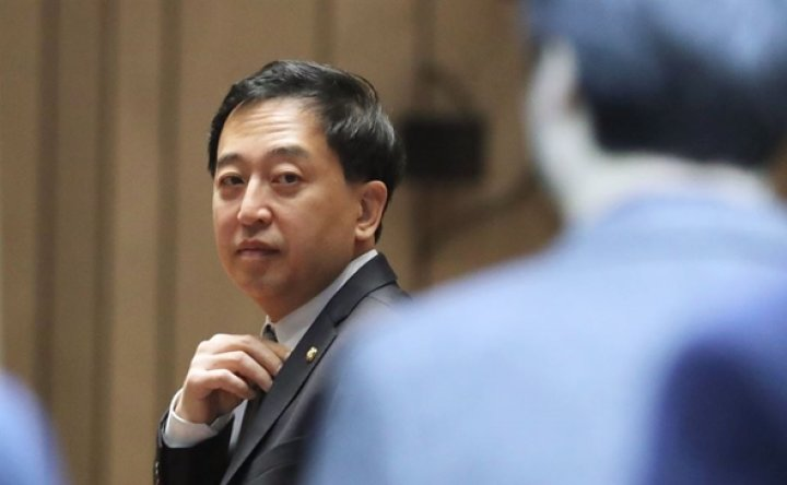 Ruling party punishes 'defiant' ex-lawmaker