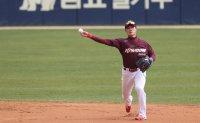 KBO's budding star backs teammate's MLB bid, dreams of own big league future