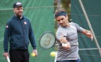 Federer gets Serena's vote in 'greatest player' debate