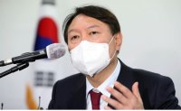 Ex-top prosecutor's presidential bid in crisis over power abuse allegation
