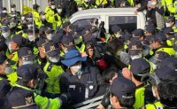 Gov't urged to reduce riot police deployment THAAD base