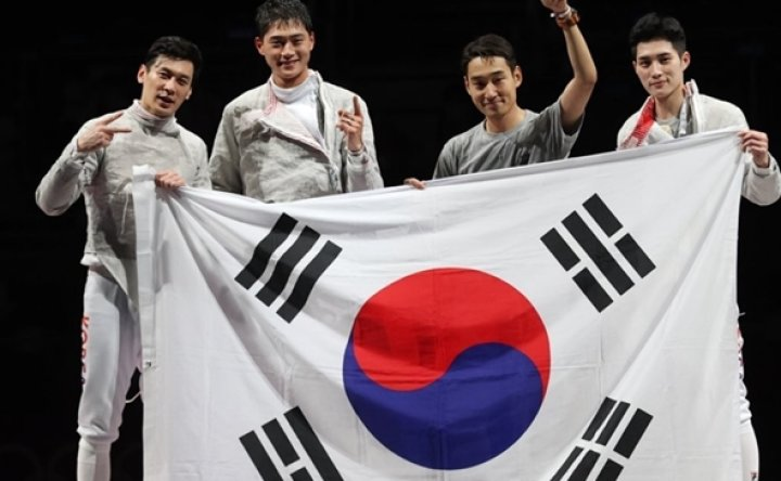 'Avengers' of Korean fencing team up to win ultimate prize