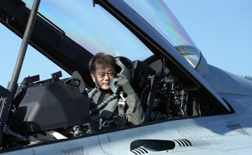 Two Koreas showcase weapons tech despite attempts for talks