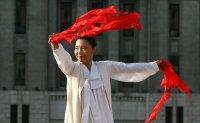 Lee Ae-ju, master of religious folk dance Seungmu, dies at 73
