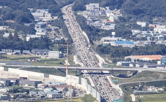 Major highways see congestion on 1st day of Chuseok holiday