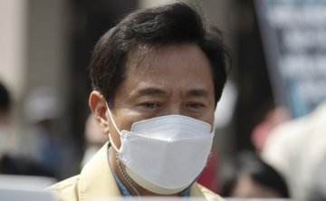 Seoul pushes for virus restrictions to protect small businesses
