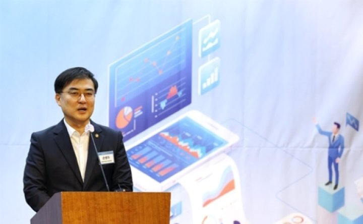 KB, Shinhan speeding up 'data partnership'